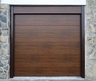 Puerta seccional iso 45 imitaci n madera osucro - Portal de corredera ...